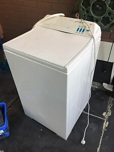 Washing machine . Started playing up so want it gone Orelia Kwinana Area Preview