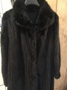 Women's 100% Full Pelt Real Sable /Mink Fur Coat.