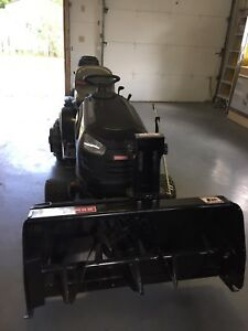 2013 Craftsman YT4000 Lawnmower Tractor with Snowblower.