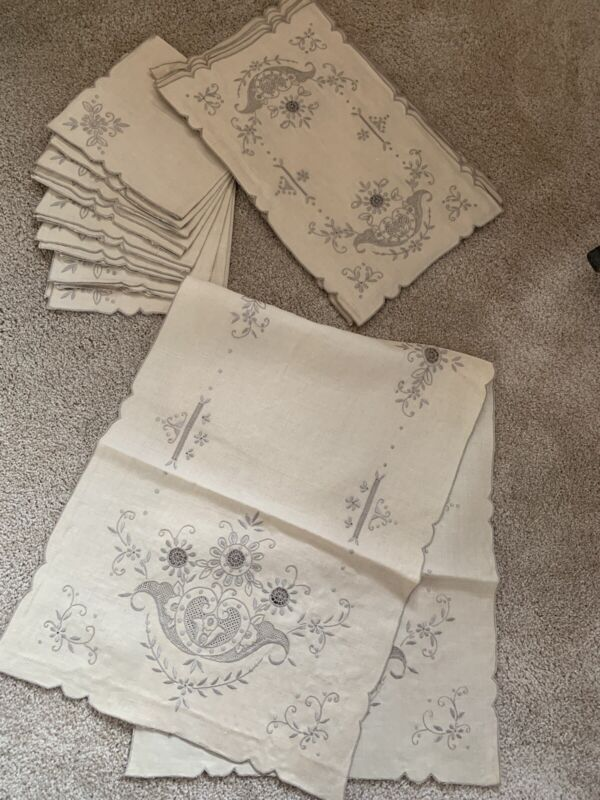 Linen 17 Pc Madeira/Madeira Type Embroidered Placemats, Napkins & Runner