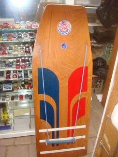 VINTAGE FRE WILLIAM WOODEN WATER SKIS BOARD IN GREAT CONDITION
