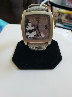 VINTAGE DISNEY PARKS LIMITED RELEASE MICKEY MOUSE WATCH, needs new batter