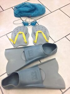 Fins, paddles and google set