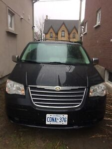 2008 Chrysler Town & Country CERTIFIED