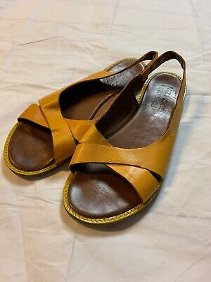 Miz Mooz The Inuovo Collection Size 9-9.5 Mustard Leather Sandals Shoes EUC