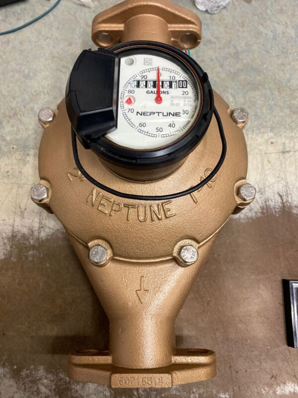 """Neptune 2"""" T-10 Water Meter Auto Detect Register With Digital Remote."""