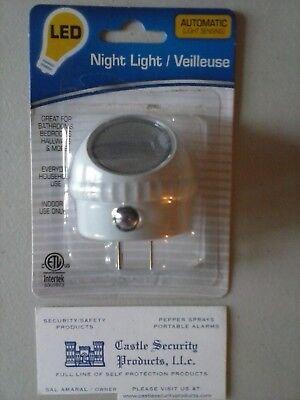 - ROTATING DIRECTIONAL LED LIGHT DIRECTIONAL NIGHT LIGHT ~ FREE SHIPPING !!!