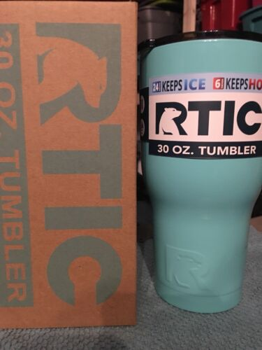 RTIC 30 oz Tumbler, Teal New in Box 2017 Spill Proof Lid Kee
