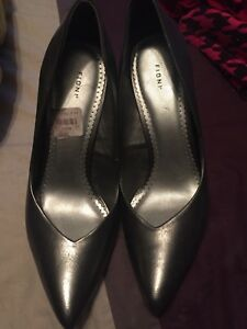 Women's silver pumps