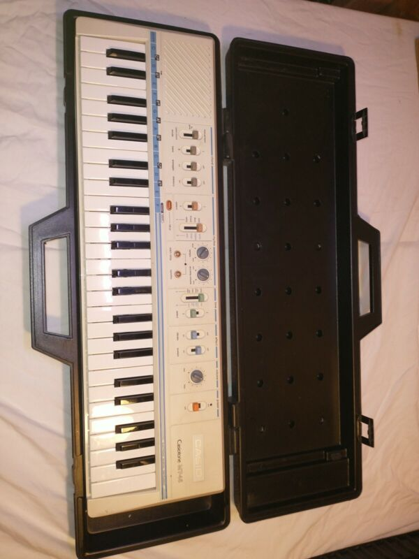 Casio Casiotone MT-45 Electronic Keyboard. With case! Tested and working.