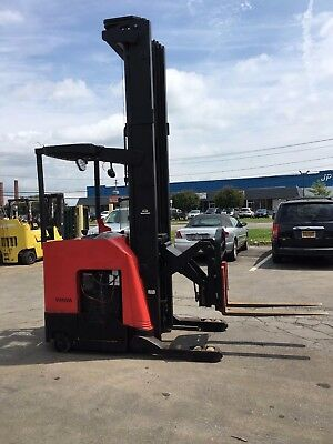 2010 Raymond Reach Truck 4000lb 330 Lift W Batterycharger 42 Forks 146 Tall