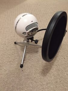 Blue Snowball Microphone WITH Pop Filter Included