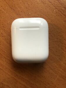 Airpods series 1 charging case