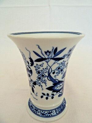 Kleine Vase im Zwiebelmuster aus dem Hause Hutschenreuther