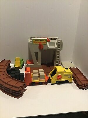 Vintage - Fisher Price #943 - Little People Lift & Load Railroad Set - NO PEOPLE