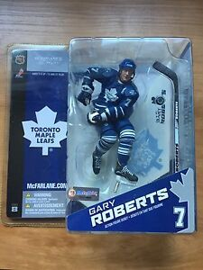 Hockey: Gary Roberts action figure
