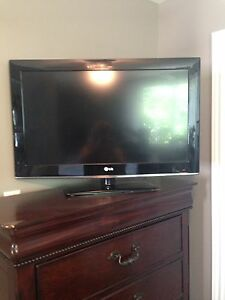 LG LCD  HD TV hardly used