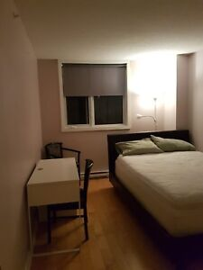 Looking for roommate for apt in highrise condo near Namur Metro