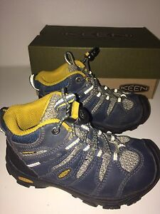Toddler Boys Keen Hikers, size 9