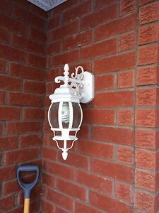 2 outdoor white lights