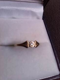 Diamond & Gold 10ct Pinky Ring for Ladies Raymond Terrace Port Stephens Area Preview