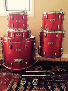 PEARL VISION w / MASTERS SERIES HW / RED SPARKLE / ALL MAPLE