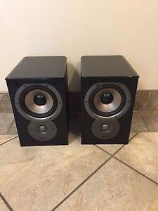 Polk Audio TSI 100 bookshelf speakers