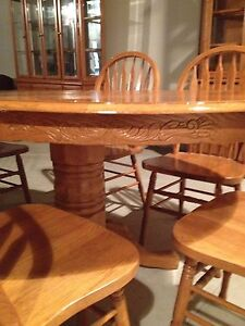 Oak table and chairs  Stratford Kitchener Area image 4