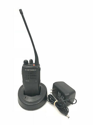 Motorola Ht750 Uhf 403-470mhz 4w 4ch Portable Radio Aah25rdc9aa2an W Charger