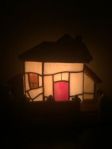 Stained glass cottage lamp