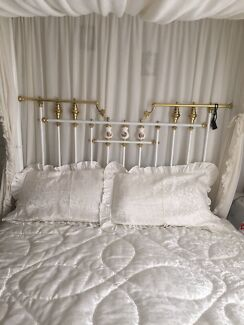 Queen size 'Queen Bed' frame / set