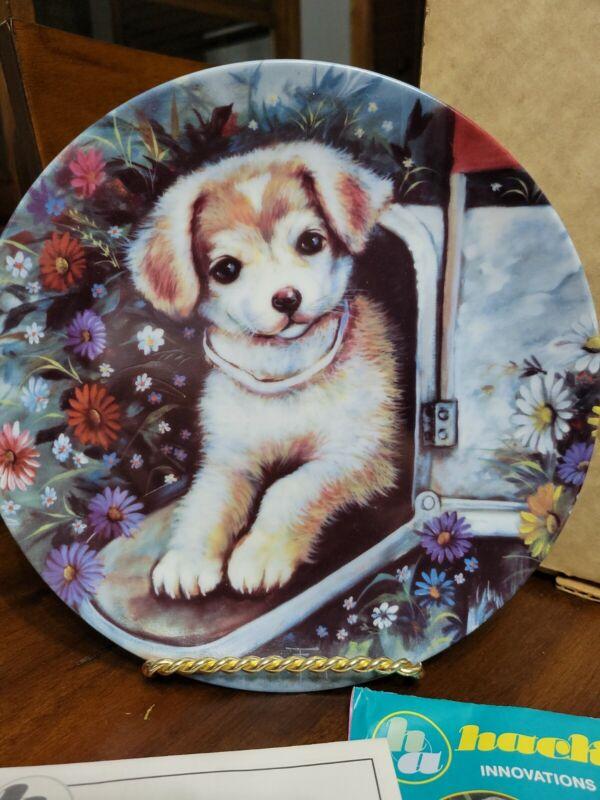 """Decorative Plate """"Surprise Package"""" 1982 Ozz Franca"""