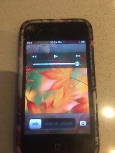 iPod Touch 4th gen 16 gb (crack in screen)