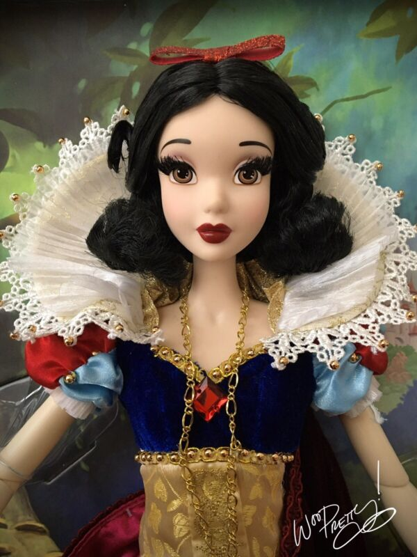 """2009 LIMITED EDITION Disney 17"""" Snow White LE Doll #1630 of 5000"""