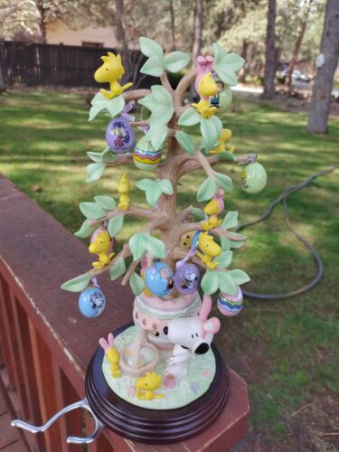 Danbury Mint Snoopy Peanuts Easter Theme Tree Eggs Porcelain Vintage Rare