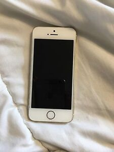 Gold IPhone 5s / 16Gb / Locked with Virgin