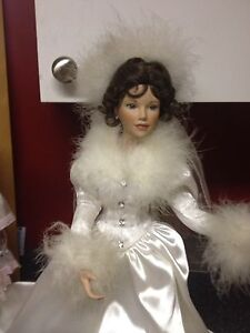 12 vintage collectable dolls