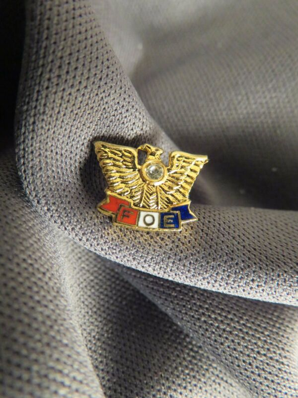 Fraternal Order of Eagle Lapel Pin Gold Tone w Sml. Rhinestone & Enamel (519)
