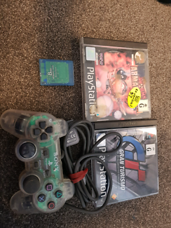 Sony PlayStation 1 games and controller worms