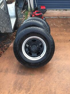 Landcruiser wheels with tyres