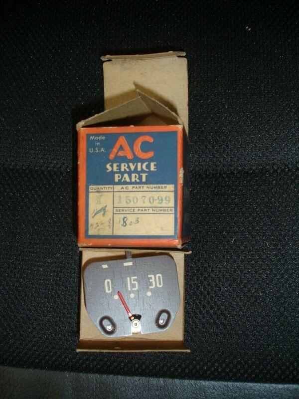 NOS  1942 - 1946 - 1947 - 1948 - Chevrolet pass. oil gauge 1507099 in AC box