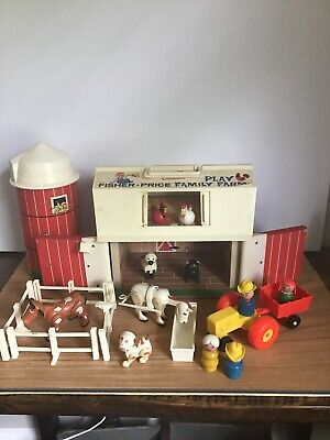 Vintage 1969 Fisher Price Little People 915 Play Family Farm Complete