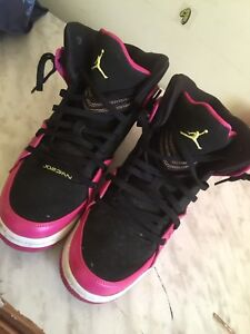 Woman Jordans basketball shoes
