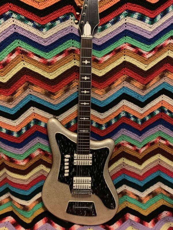 Vintage Eko 500 V4 Silver Sparkle Electric Guitar