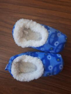 Slumbies baby slippers
