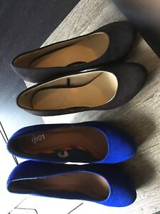 2 pairs of women's suede pumps