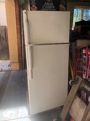 GE GTS18FBSARWW White Refrigerator Top-Freezer w/ice maker