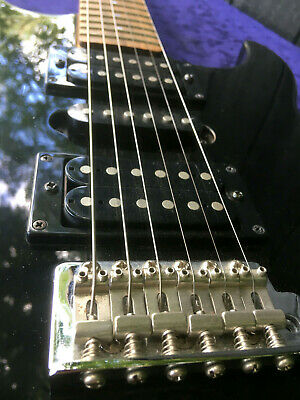 YAMAHA ERG 121 Electric Guitar Black 6 Steel String Ex Condition