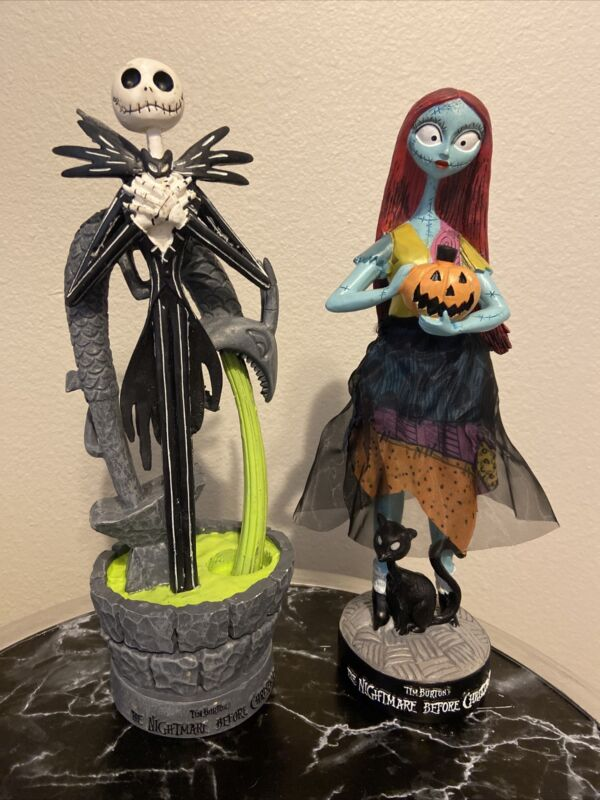 DISNEY NIGHTMARE BEFORE CHRISTMAS JACK and SALLY STATUES SET OF 2 EXCLUSIVE 2021