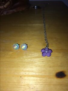 Purple flower necklace and white circle earrings